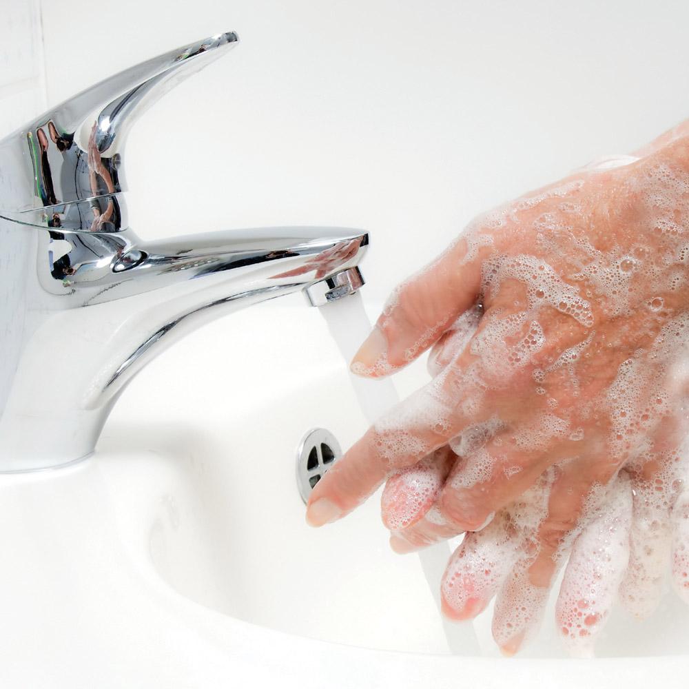 mycie rąk przed zakraplaniem